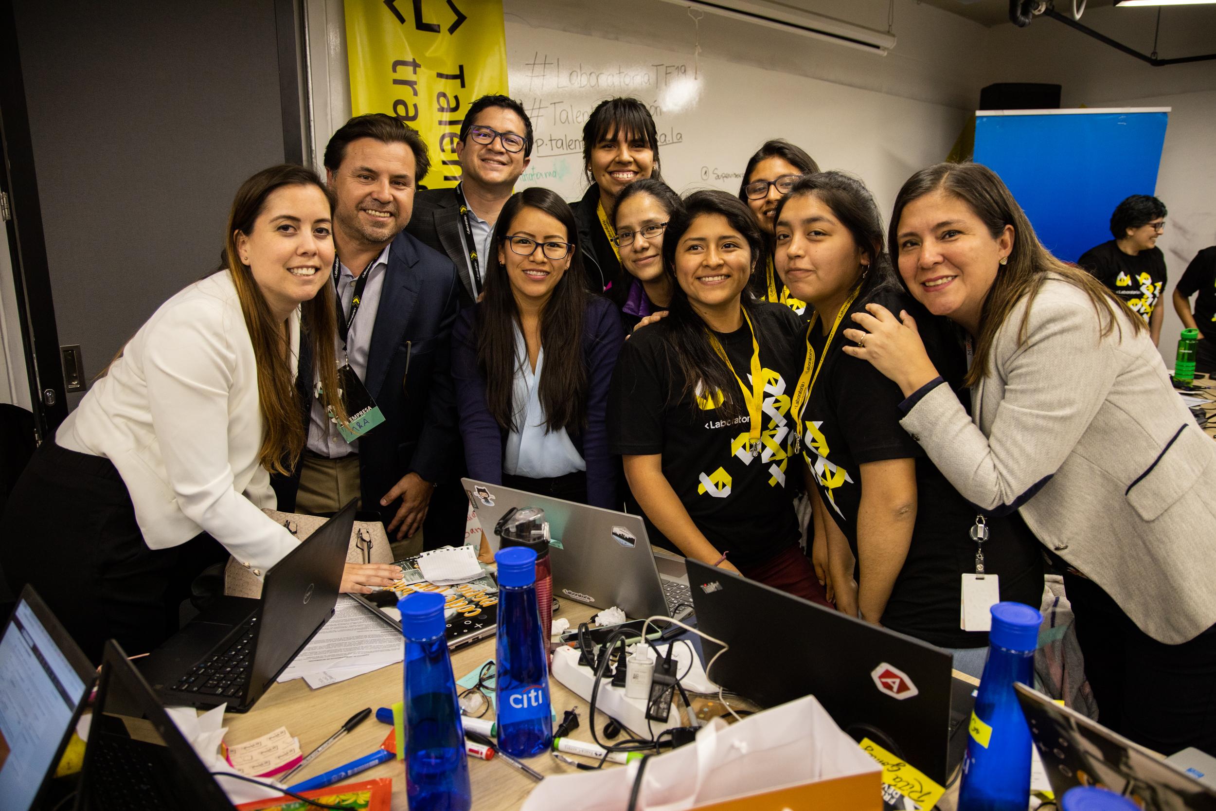 Primera Hackathon para Gerencias Legales del Perú